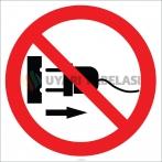 EF1804 - Fişi Prizden Çıkarmak Yasaktır İşareti/Levhası/Etiketi