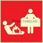 EF2676 - Fosforlu Yangın Battaniyesi İşareti Levhası/Etiketi