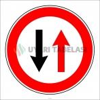 PF1301 - Karşıdan Gelene Yol Ver Trafik Levhası